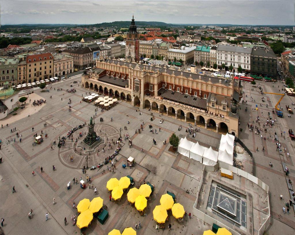 Kraków,_Widok_z_wieży_Kościoła_Mariackiego_-_fotopolska.eu_(220013)