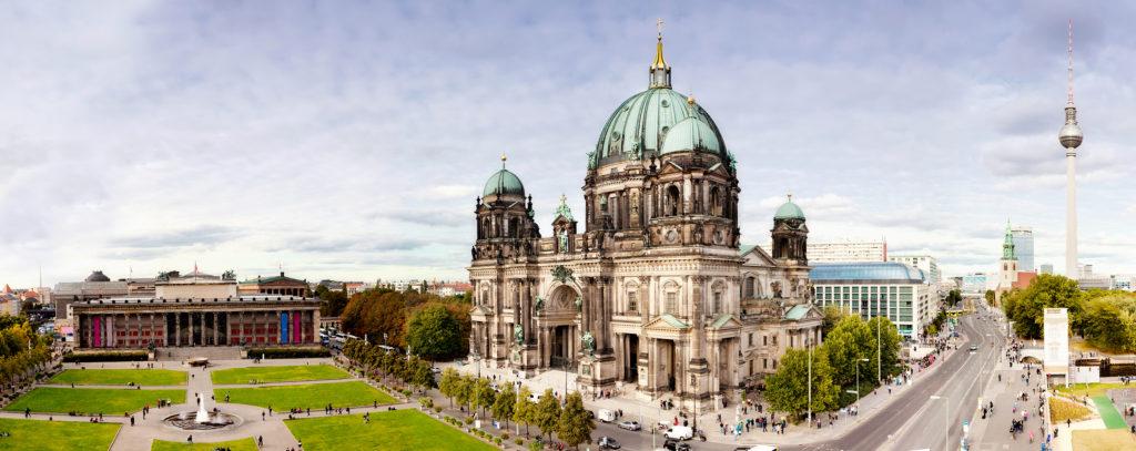 Vista da Gendarmenmarkt com a Catedral de Berlim e a Casa de Concertos