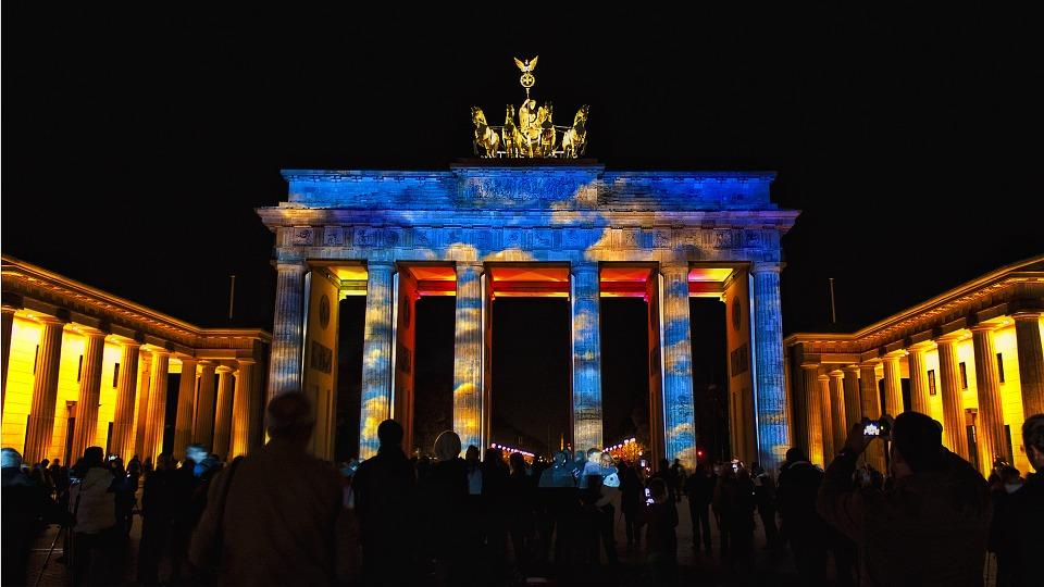 Portão de Brandemburgo iluminado durante o Festival das Luzes