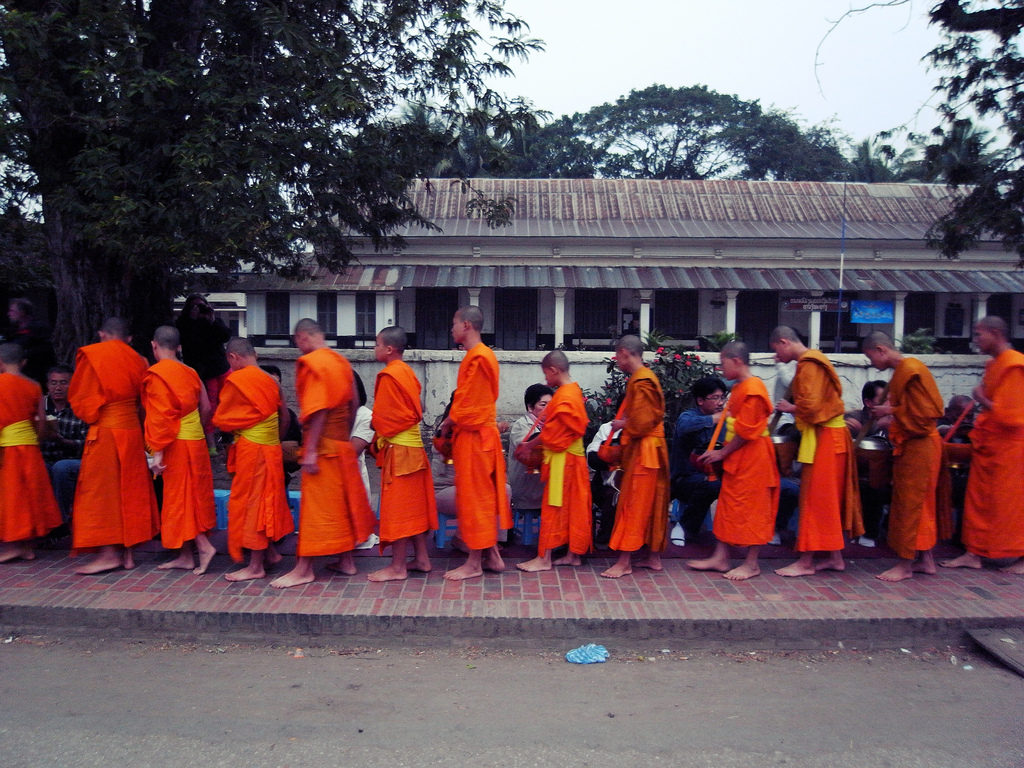 Monges durante o Sai Bat