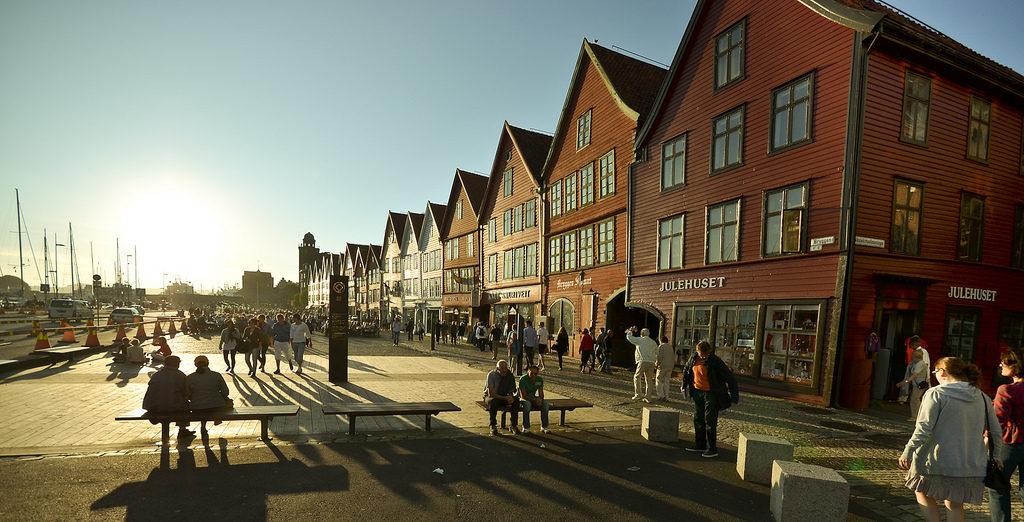O cais Bryggen é um dos principais atrativos da cidade e da Noruega